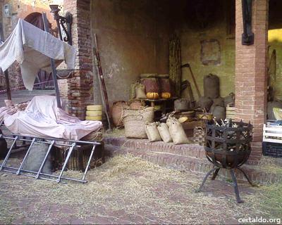 Loggia del Palazzo Pretorio con la scenografia del film Amici Miei 400 girato a Certaldo Alto