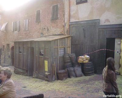 Bottega allestita per la sceneggiatura del film Amici Miei 400 di fronte al Palazzo Pretorio